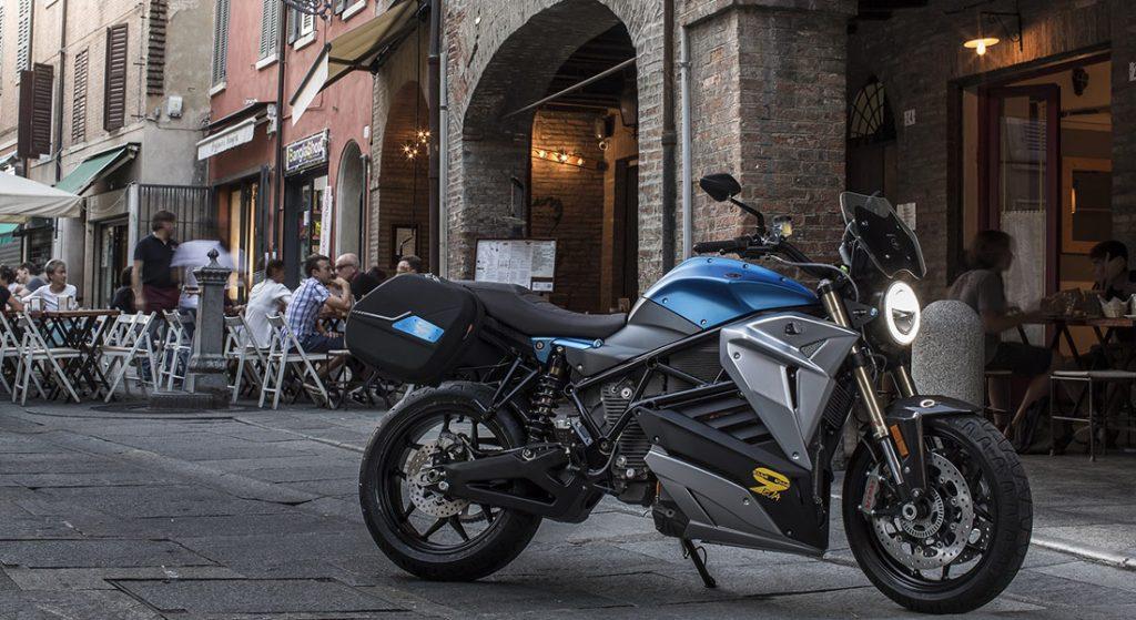 大型電動バイクも大型二輪免許が必要となる